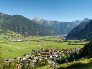 Blick ins Zillertal und auf Mayrhofen