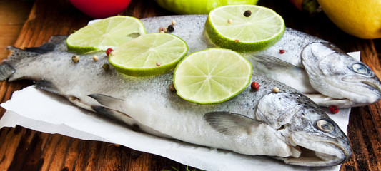 Raw Trout Seasoned with Lime Slices and Peppercorns