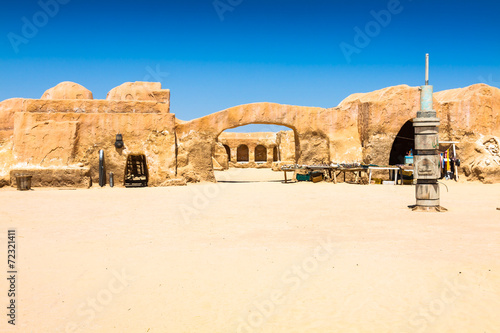 Poster Tunesië Set for the Star Wars movie still stands in the Tunisian desert