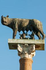 Statua di bronzo Lupa e gemelli Remolo e Romolo, monumento, Pisa