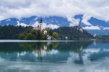 Piękny świt nad jeziorem Bled