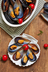 Cooked mussels with cherry tomatoes