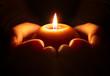 Leinwanddruck Bild - prayer - candle in hands