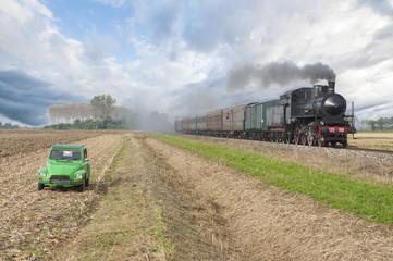 Treno a vapore e auto d'epoca