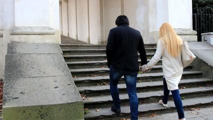 Camminando tenendosi per mano