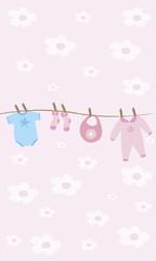 Ropa de bebé colgada de la cuerda.