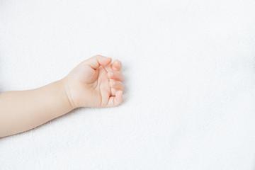 赤ちゃんの左手