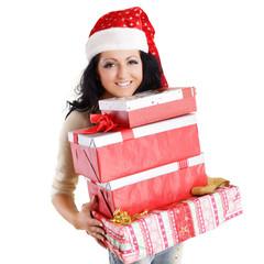 lachende Frau trägt Geschenke
