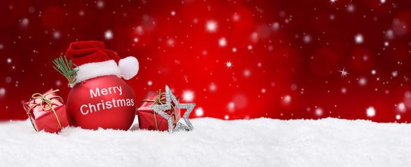 Weihnachtshintergrund mit Kugeln und Schnee