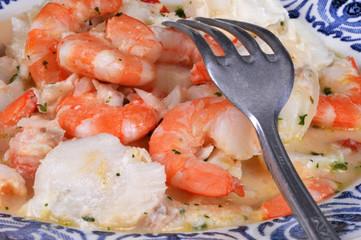 Dos de cabillaud et crevettes à la crème