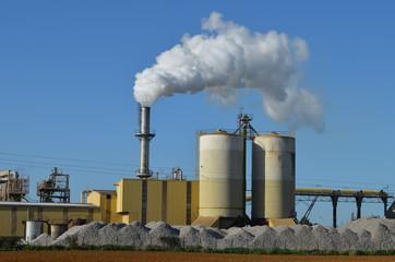 Site industriel avec rejet de fumée