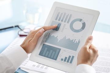 Analyzing electronic documen