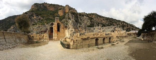 Греко-римский амфитеатр в античном городе Ликия, Турция