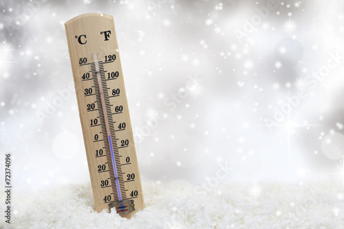 Leinwanddruck Bild Thermometer on snow shows low temperatures