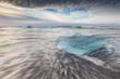 Iceberg sur la plage - 72376459