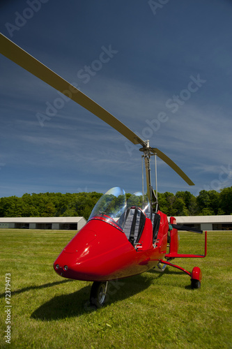 Red open-cockpit autogyro - 72379473