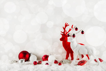Festliche Weihnachtskarte klassisch in Rot Weiß mit Rentiere