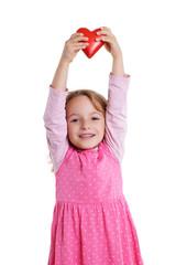 Kind hält Herz nach oben