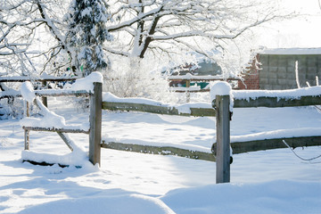 verschneiter Zaun