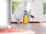 Pest controller at work Nachricht für Bildmoderator: