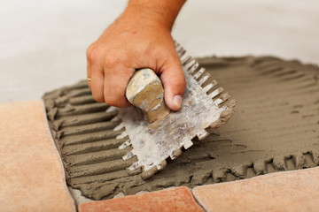 Phases of installing ceramic floor tiles - the adhesive