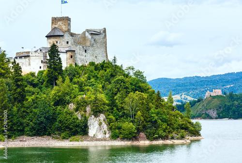 Niedzica Castle (or Dunajec Castle) summer view (Poland). - 72405000
