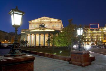 Москва. Большой театр. Вечер.