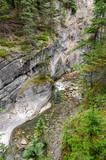 fiume nel Maligne Canyon a Jasper in Canada poster