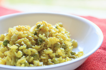 Risotto with turmeric, ginger, peas and leek