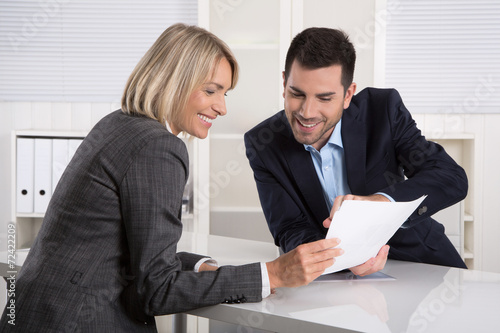 Leinwanddruck Bild Erfolgreiche Zusammenarbeit oder Kunde und Berater