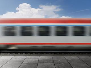 Vorbeifahrender Zug