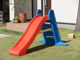 庭の滑り台