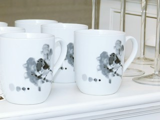 Deux tasses blanches