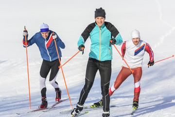 Wettstreit auf Langlauf-Skiern