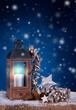 Leinwandbild Motiv Weihnachtlich mit Laterne