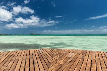 Indischer Ozean und Holzplanken