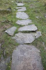 Pfad und Weg aus Steinplatten