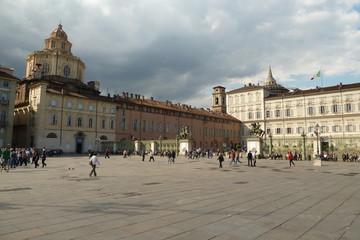 Domenica a spasso in piazza Castello a Torino
