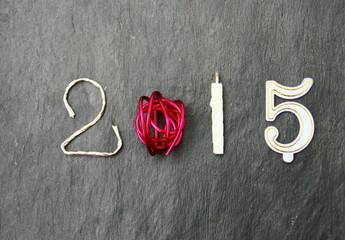 2015;chiffre et bougie sur ardoise