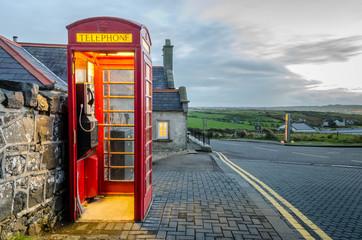 Alte Englische Telefonzelle am Giant's Causeway in Nordirland