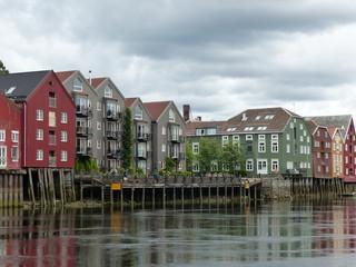 Maisons pilotis Trondheim rivière Nidelva