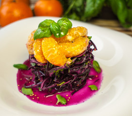 Red cabbage salad with mandarins