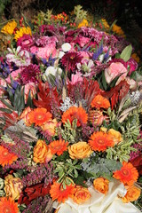Bunte Blumen nach Beerdigung