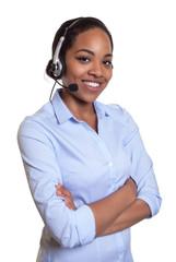 Frau aus Afrika im Callcenter