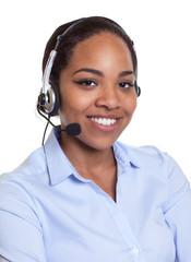 Lachende Frau aus Afrika mit Headset