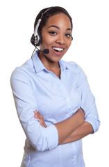 Frau aus Afrika mit Headset im Gespräch