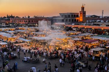 Blick auf Djemaa el Fna in Marrakesch