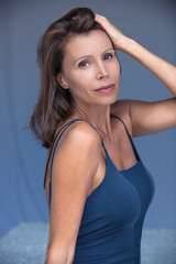 femme brune 40ans beauté