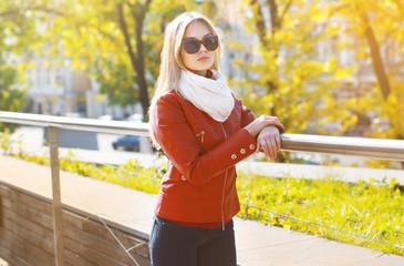 Fashion portrait stylish pretty woman in sunglasses and jacket o