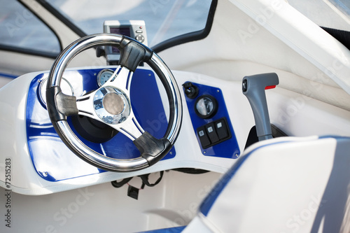 Fotobehang Water Motorsp. motorboat steering wheel